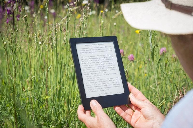 Image Kobo Nia dans les main d'une personne article de blog Onatest
