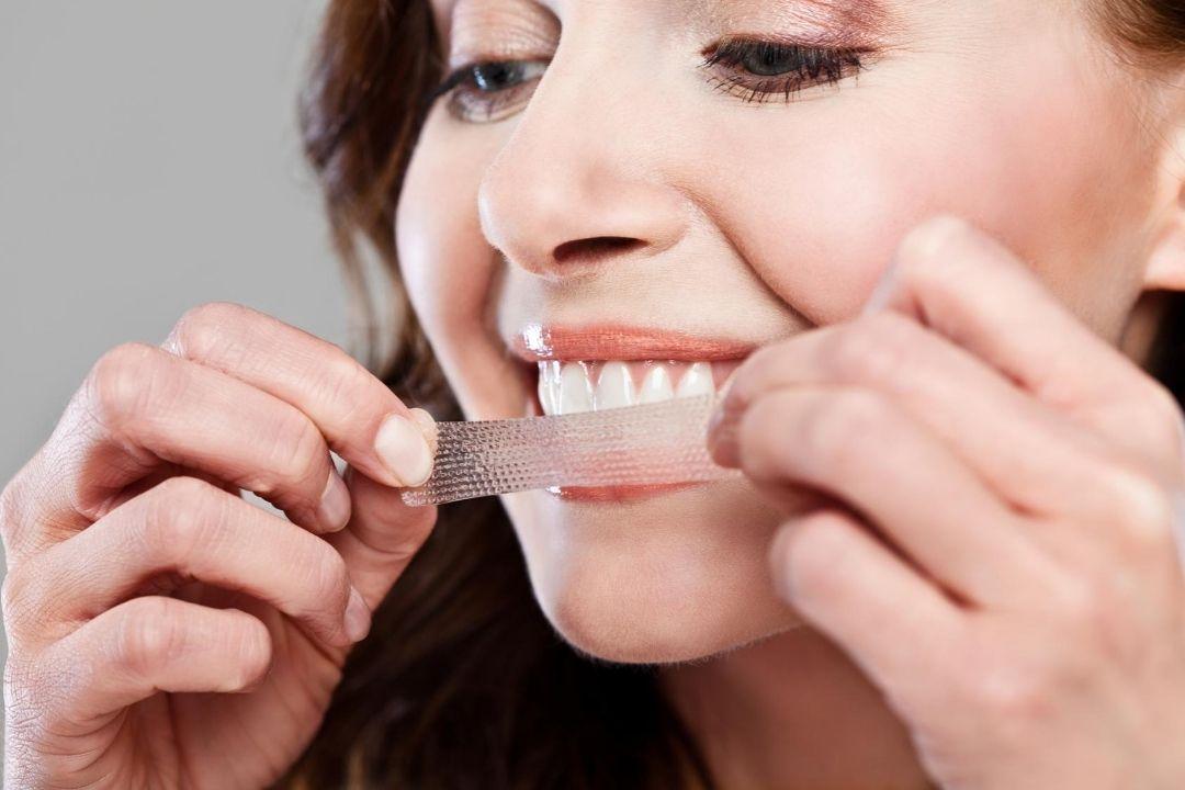 Comment appliquer des bandes de blanchiment dentaire